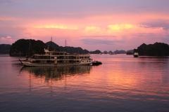 Pôr-do-sol em Halong Bay