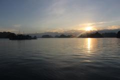 Nascer-do-sol em Halong Bay